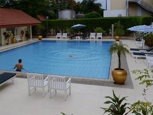 顶点公园景观酒店泳池